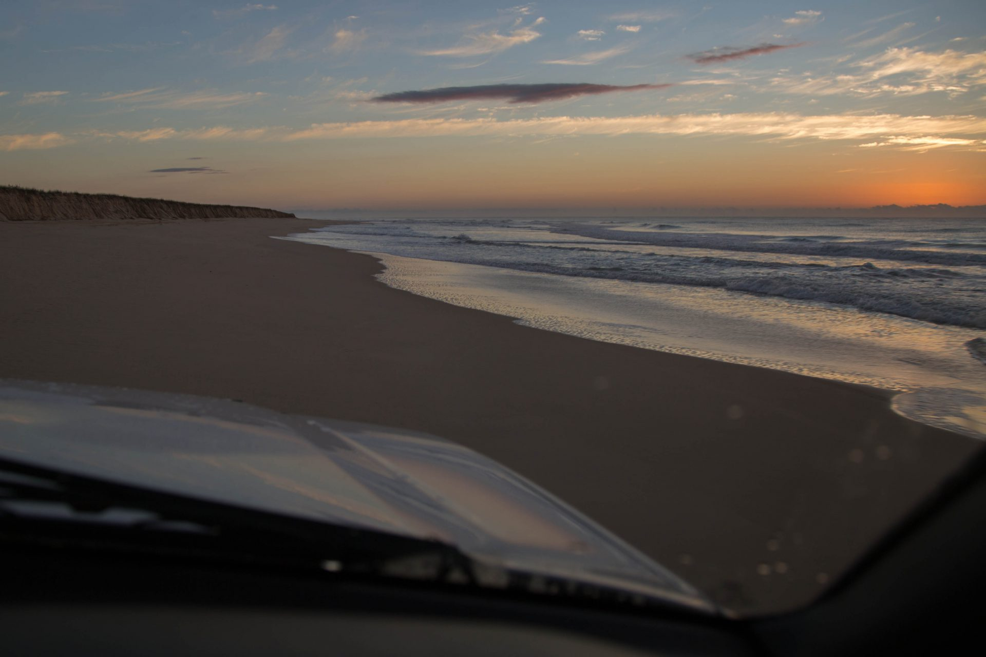 Driving up the Eastern Beach (75-mile-beach), Fraser Island